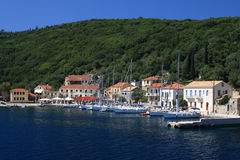 El puerto en Fiskardo en la isla griega de Kef Imágenes de archivo libres de regalías