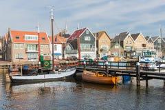 El puerto holandés de Urk con la pesca de madera envía fotos de archivo libres de regalías