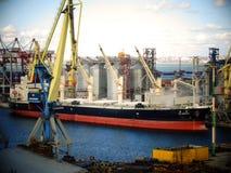 El puerto náutico cranes el terminal náutico imágenes de archivo libres de regalías
