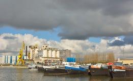 El puerto olvidado en Gante, fábrica abandonada fotografía de archivo
