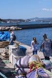 El puerto y la nueva fortaleza de Corfú en la ciudad principal da la bienvenida a trazadores de líneas de la travesía Imagenes de archivo
