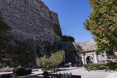 El puerto y la nueva fortaleza de Corfú en la ciudad principal da la bienvenida a trazadores de líneas de la travesía Fotografía de archivo libre de regalías
