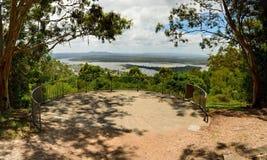 El puesto de observación de Laguna ofrece visiones escénicas sobre Noosa, Queensland foto de archivo libre de regalías
