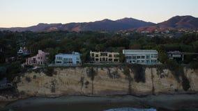 El punto aéreo Dume de Malibu se dirige puesta del sol metrajes