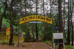 El punto del comienzo de la manera de Lycian Fethiye, Turquía Emigrar la ruta de Turquía Destinación del recorrido imágenes de archivo libres de regalías
