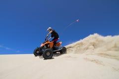 El Quadding en dunas de arena Fotografía de archivo libre de regalías