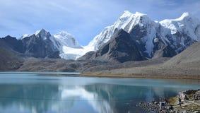 El que está con el lago Gurudongmar Fotografía de archivo