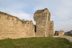 El que está de la fortaleza medieval más grande de las tierras bajas de Europa, fortaleza de Smederevo imagen de archivo libre de regalías