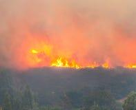 El quemar del incendio fuera de control del control Imágenes de archivo libres de regalías