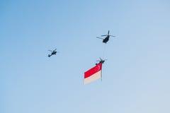 El quincuagésimo aniversario del Singapur 50 años de ensayo del día nacional, formación del combatiente voló sobre la ciudad Fotografía de archivo libre de regalías