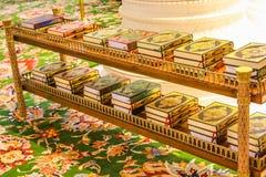 El Quran reserva la mezquita magnífica fotografía de archivo libre de regalías
