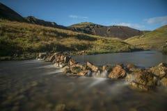 El río caliente en Reykjadalur Vallery, Islandia Imagen de archivo
