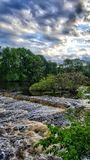 El río Charles antes de la puesta del sol fotografía de archivo libre de regalías