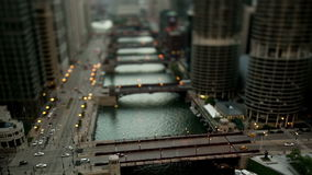 El río Chicago céntrico - cambio inclinable