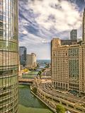El río Chicago y la impulsión de Wacker Chicago, los E imagenes de archivo