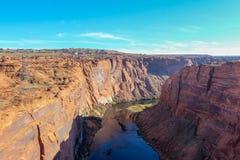 El río Colorado y Glenn Canyon cerca de la página, Arizona, los E.E.U.U. desde arriba foto de archivo libre de regalías