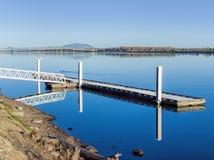 El río Columbia tranquilo. Imagenes de archivo