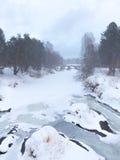 El río congelado en invierno, Rusia Fotografía de archivo libre de regalías
