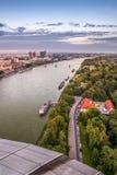 El río Danubio en Bratislava, Eslovaquia Imagen de archivo libre de regalías