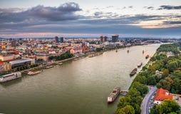 El río Danubio en Bratislava, Eslovaquia Imagen de archivo