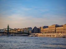 El río Danubio en Hungría es el río más largo de la unión europea imagenes de archivo