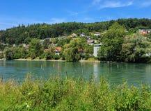 El río de Aare en Suiza Imágenes de archivo libres de regalías
