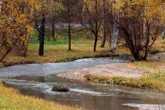 El río de Belakurikh en la caída Fotografía de archivo