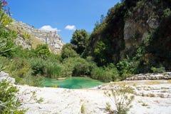 El río de Cavagrande en Sicilia Foto de archivo libre de regalías