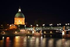 El río de Garona en Toulouse durante la noche Imagen de archivo libre de regalías
