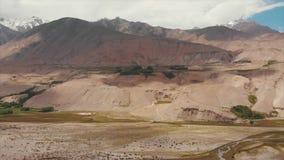 El río de Panj y las montañas de Pamir, Panj es parte superior del río Amu Darya Frontera de la visión panorámica, de Tayikistán  almacen de video