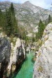 El río de Soca en Eslovenia Foto de archivo
