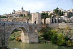 El río de Toledo en España Foto de archivo