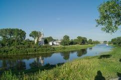 El río de Vologda un día de verano fotografía de archivo