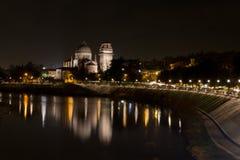 El río del Adigio que lleva a través de Verona Fotografía de archivo libre de regalías