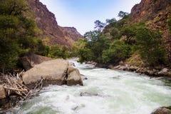 El río del cañón de Charyn Foto de archivo libre de regalías