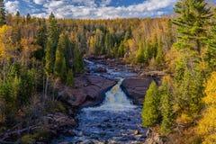 El río del castor cae, otoño, bahía del bever, Minnesota Imagenes de archivo