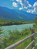 El río del transeúnte a lo largo del Vinschgau imagen de archivo libre de regalías