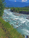 El río del transeúnte a lo largo del Vinschgau Fotografía de archivo libre de regalías