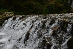 El río desemboca en un llano ancho Fotos de archivo libres de regalías