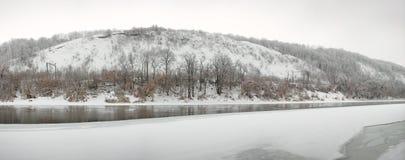 El río Don se cubre con hielo Fotos de archivo