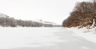 El río Don se cubre con hielo Foto de archivo