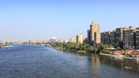 El río el Nilo que pasa a través de El Cairo, Egipto fotos de archivo libres de regalías