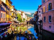 El río en el medio de Annecy Fotografía de archivo