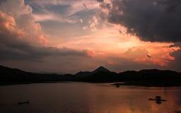 El río en la puesta del sol Foto de archivo libre de regalías