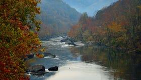 El río en las montañas Fotos de archivo