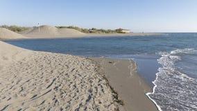 El río fluye en el mar Foto de archivo libre de regalías