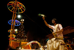 El río Ganges Puja Ceremony, Varanasi la India Fotografía de archivo libre de regalías