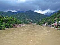 El río Ganges santo en Rishikesh, la India imágenes de archivo libres de regalías