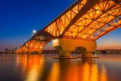El río Han con el puente de Seongsan en la noche en Seul, Corea/Seongsan Imagen de archivo libre de regalías