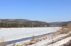 El río Kan prepara autopsia Territorio de Krasnoyarsk Zelenogorsk Fotos de archivo